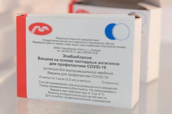 Прививку от коронавируса вакциной «ЭпиВакКорона» можно сделать в городской поликлинике