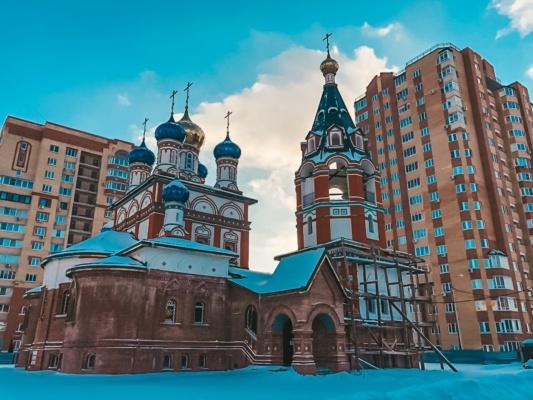 Общественники передали около 20 пакетов с вещами храму и многодетной семье в Домодедово