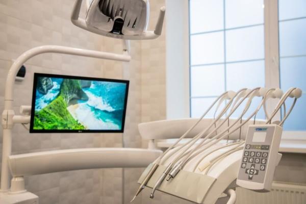 Глава г.о. Домодедово Александр Двойных осмотрел ремонт стоматологического отделения «Южный»