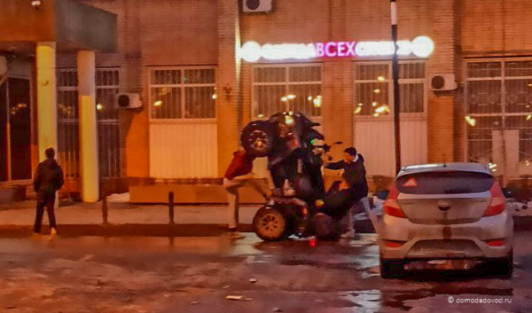 Квадроцикл на площади