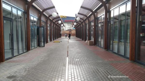 Торговый комплекс на улице Корнеева