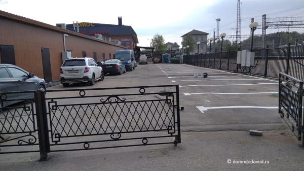 Парковочные места на задворках