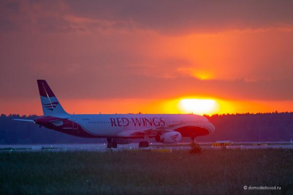 Самолет Red Wings
