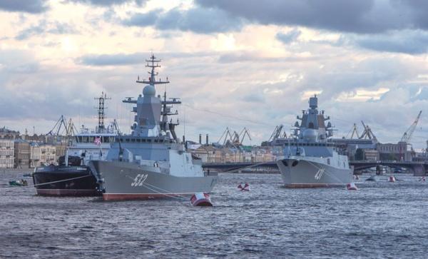 Корабли ВМФ России на Дне ВМФ в Санкт-Петербурге