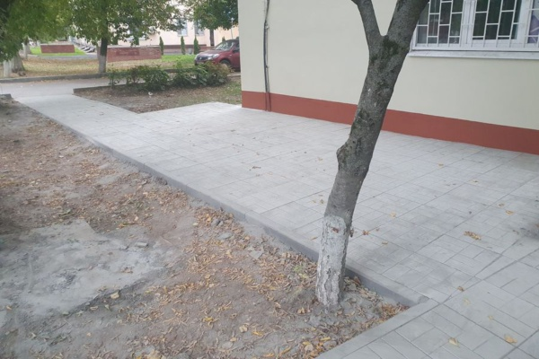 В Домодедово строят тротуары