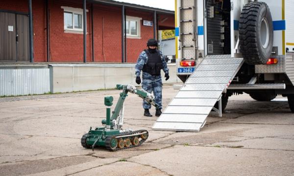 Восстание машин: в Домодедово «обезвредили бомбу» с помощью робота
