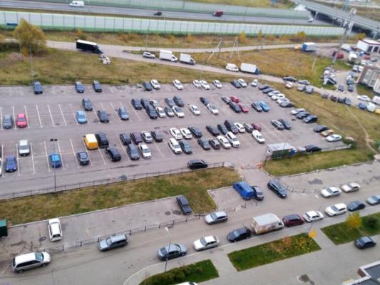 Захват парковочных мест рядом с ул. Курыжова, 25 в Новом Домодедово